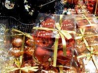 Как бухгалтеру оформить покупку подарков